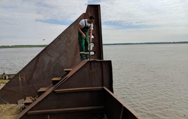 Отбор проб воды и донных отложений специалистами филиала ЦЛАТИ по Астраханской области.